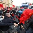 Napoli, scontri davanti Città scienza a Bagnoli: sassi contro polizia19