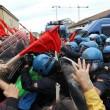 Napoli, scontri davanti Città scienza a Bagnoli: sassi contro polizia05