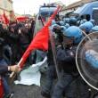 Napoli, scontri davanti Città scienza a Bagnoli: sassi contro polizia06
