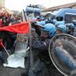 Napoli, scontri davanti Città scienza a Bagnoli: sassi contro polizia07