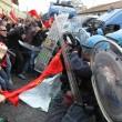 Napoli, scontri davanti Città scienza a Bagnoli: sassi contro polizia08