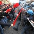 Napoli, scontri davanti Città scienza a Bagnoli: sassi contro polizia09