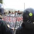 """Renzi a Brescia: """"Disegno per spaccare Italia"""". Fiom in piazza e scontri11"""