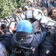 """Renzi a Brescia: """"Disegno per spaccare Italia"""". Fiom in piazza e scontri17"""