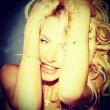 Valeria Marini, scatti sexy dedicati ai suoi follower su Facebook 9