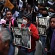 Città del Messico, scontri davanti parlamento per 43 studenti scomparsi07