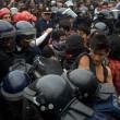 Città del Messico, scontri davanti parlamento per 43 studenti scomparsi06