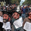 Città del Messico, scontri davanti parlamento per 43 studenti scomparsi010
