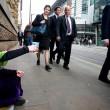 Ed Miliband, faccia imbarazzata e solo 2 cent a donna che chiede elemosina FOTO
