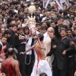 Ashura, il rito degli sciiti musulmani: uomini frustati e tagliati con catene e coltelli023