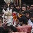 Ashura, il rito degli sciiti musulmani: uomini frustati e tagliati con catene e coltelli05