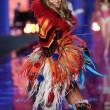 Victoria's Secret Fashion Show: 47 modelle in ali dorate, piume e total black06