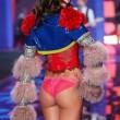 Victoria's Secret Fashion Show: 47 modelle in ali dorate, piume e total black07