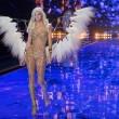 Victoria's Secret Fashion Show: 47 modelle in ali dorate, piume e total black013