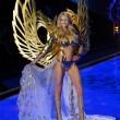 Victoria's Secret Fashion Show: 47 modelle in ali dorate, piume e total black014
