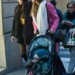 Belen e Ceclia Rodriguez, shopping con Santiago04