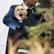 """Femen a seno nudo a San Pietro, assalto al presepe: """"preso"""" il bambinello 07"""