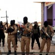 Siria, buttato dal tetto e lapidato. Isis pubblica le foto su Twitter 02