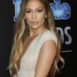Jennifer Lopez, vestito trattiene a fatica il seno ai People Awards'01