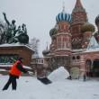 Mosca, tempesta di neve: voli cancellati e traffico in tilt 13