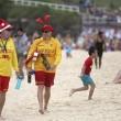 Natale a Bondi Beach, Sydney FOTO: surf in bikini... col cappello di Santa Claus