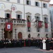 """Papa Francesco abbraccia Marino: """"Mi ha detto che prega per me e per Roma"""" 07"""