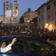 """Papa Francesco abbraccia Marino: """"Mi ha detto che prega per me e per Roma"""" 03"""