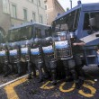 Jobs Act: uova contro agenti, polizia carica corteo studenti e Cobas a Roma18