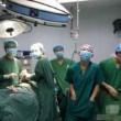 Cina, selfie in sala operatoria accanto al paziente: medici sanzionati02