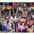 Sydney, selfie della vergogna: turisti davanti cioccolateria con 30 ostaggi dentro 03