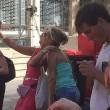 Sydney, selfie della vergogna: turisti davanti cioccolateria con 30 ostaggi dentro 02