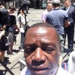 Sydney, selfie della vergogna: turisti davanti cioccolateria con 30 ostaggi dentro FOTO01