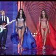 Victoria's Secret Fashion Show: 47 modelle in ali dorate, piume e total black019