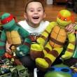 Harley Renshaw lotta contro il cancro con la sua maschera da Ninja Turtle4