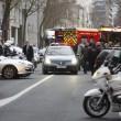 Parigi, spara a 2 agenti e fugge5