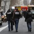 Parigi, spara a 2 agenti e fugge6