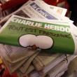 Charlie Hebdo quasi esaurito a Parigi: file a edicole dall'alba 07