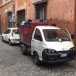 Roma, camion dei rifiuti abbandonato in divieto di sosta per 3 giorni 01