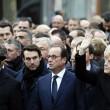 Parigi marcia per la libertà. Capi di Stato in prima fila sotto braccio 03