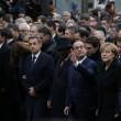 Parigi marcia per la libertà. Capi di Stato in prima fila sotto braccio 06