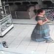 Costa Rica, furto in 13 secondi: donna nasconde tv al plasma tra gambe4