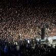 Pino Daniele, funerali Napoli: folla canta in piazza Plebiscito11
