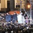 Pino Daniele, funerali Napoli: folla canta in piazza Plebiscito4