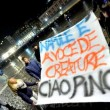 Pino Daniele, funerali Napoli: folla canta in piazza Plebiscito07