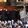 Pino Daniele, funerali Napoli: folla canta in piazza Plebiscito8