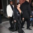 Kim Kardashian a New York con l'abito scollato: seno ben in vista12
