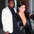 Kim Kardashian a New York con l'abito scollato: seno ben in vista02