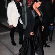 Kim Kardashian a New York con l'abito scollato: seno ben in vista04