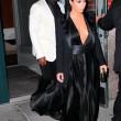 Kim Kardashian a New York con l'abito scollato: seno ben in vista05