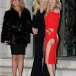 Kate Hudson, sexy abito tutto tagliato alla sfilata di Versace05